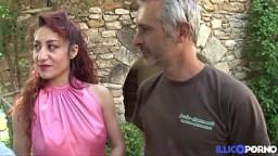 Dana, rouquine italienne très sensuelle, se prend une bite dans le cul